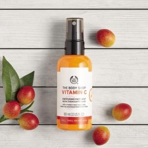 C vitamīna atsvaidzinošs līdzeklis sejai