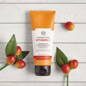 C vitamīna mikrodermabrāzijas skrubis