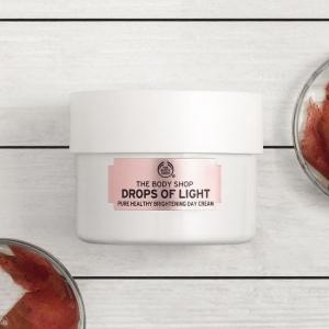 Drops Of Light™ balinošs dienas krēms pigmentācijas plankumu mazināšanai