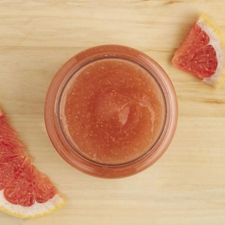 Rozā greipfrūta ķermeņa skrubis