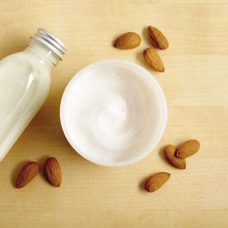 Mandeļu piena ķermeņa jogurts