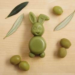 Olīvu ziepes zaķa formā