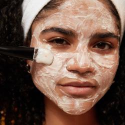 Mandeļu piena un auzu nomierinoša sejas maska