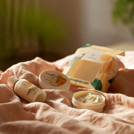 Mandeļu piena un medus mazais dāvanu komplekts