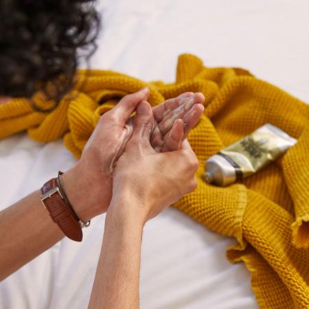 Kaņepju aizsargājošs roku krēms