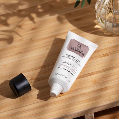 Skin Defence Multi-Protection Light Essence SPF 50 PA+++